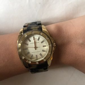Tortoise and gold men's style wrist watch